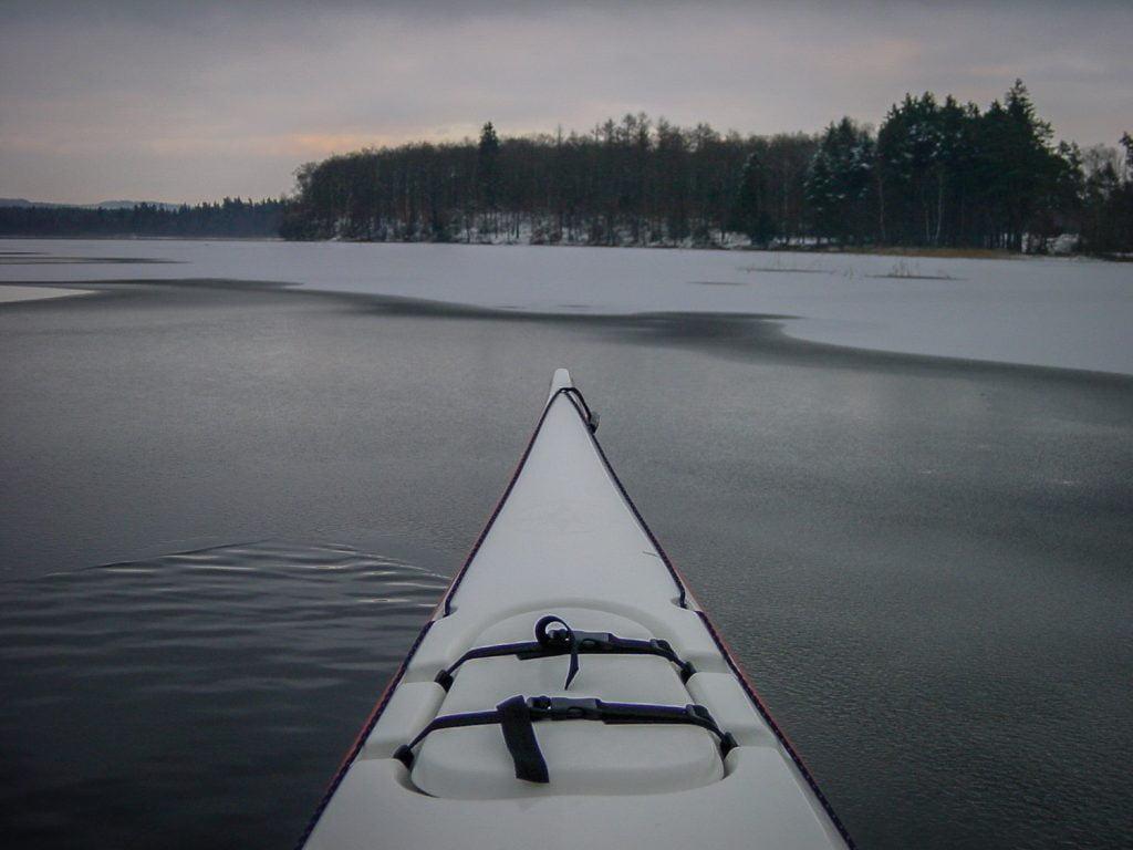 Lite isigt i kanterna av Västersjön