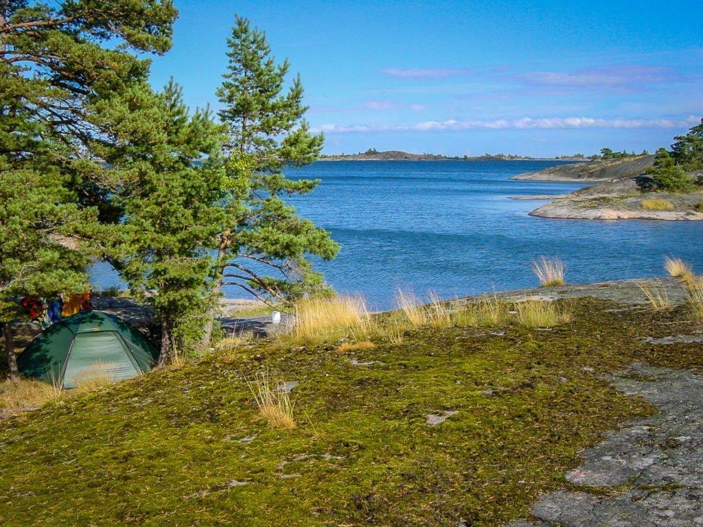 Fin tältplats på Miniörholmen i St Anna skärgård