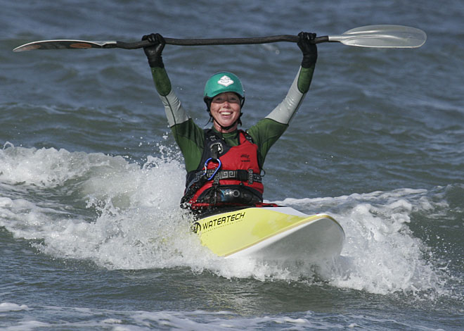 Pia testar surfkajak, Klitmøller 2009