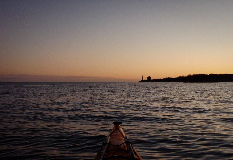 Snart framme på Valö. Gött solnedgångsljus på årets sista dag