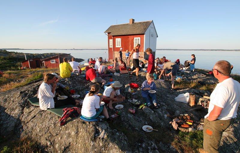 Middag på berget vid Fyrhuset på Valö under Valöträffen