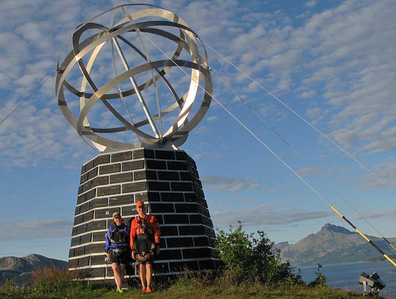 Snabbstopp på Vikingen för bild vid Polcirkelmärket