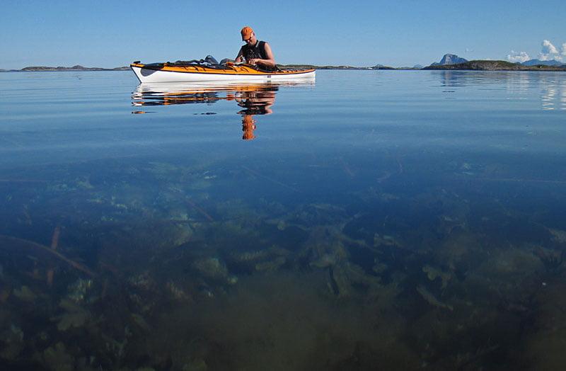 Erik med rødøya i bakgrunden