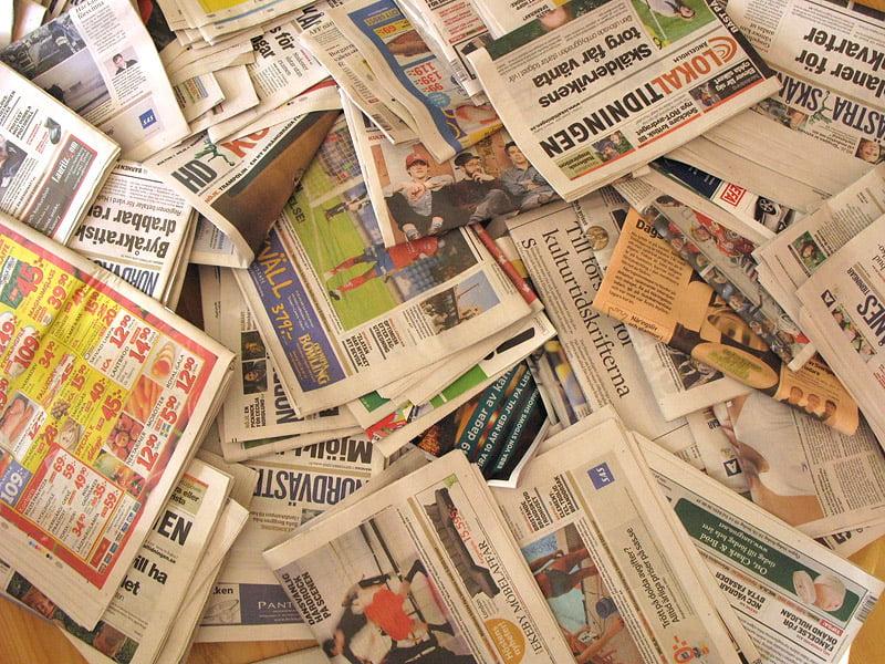 En månads tidningar. Har visst smugit sig en lokalgratisblaska oxå