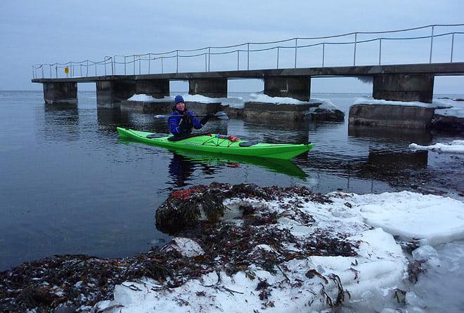 Sjösättning vid badbryggan i Torekov