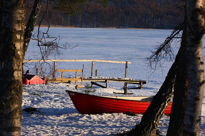 Dröjer nog ett tag innan Västersjön är paddelbar, 13 minus idag på morgonkvisten.