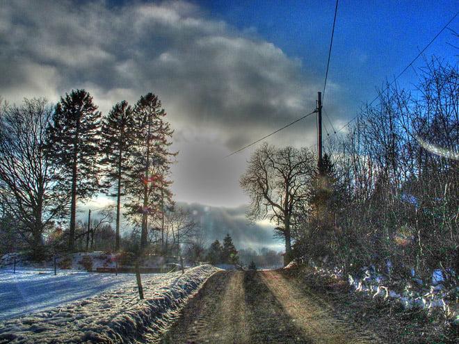 Vägarna snöfria, men lite snö runtomkring. Smälter mitt på dagarna och fryser på nätterna.