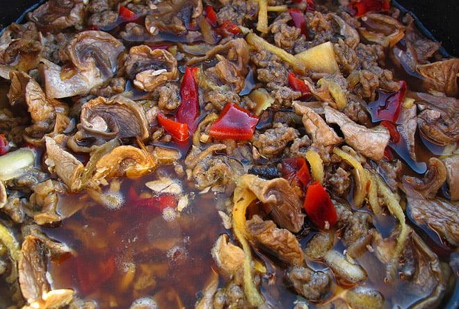Hemmatorkad köttfärssås på väg att bli en superb middag
