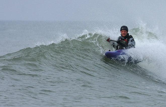 johan leker med vågorna