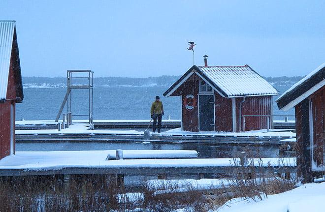 Erik skottar framför bastun... igen :)