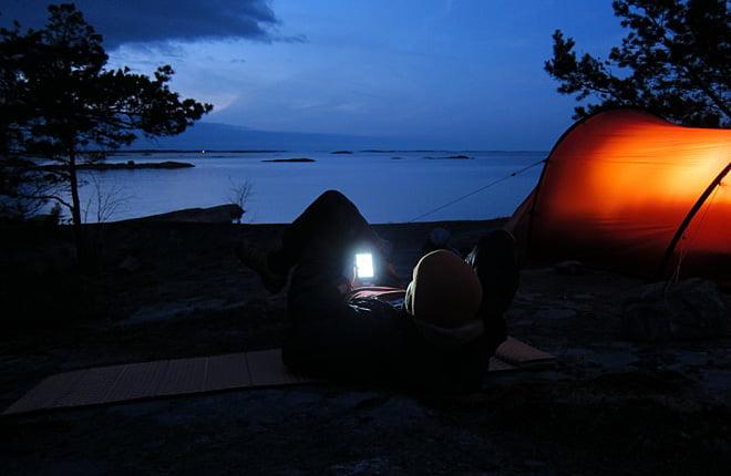 Tröttnar man på att spana på horisonten kan man spana lite på nätet via telefonen ;)