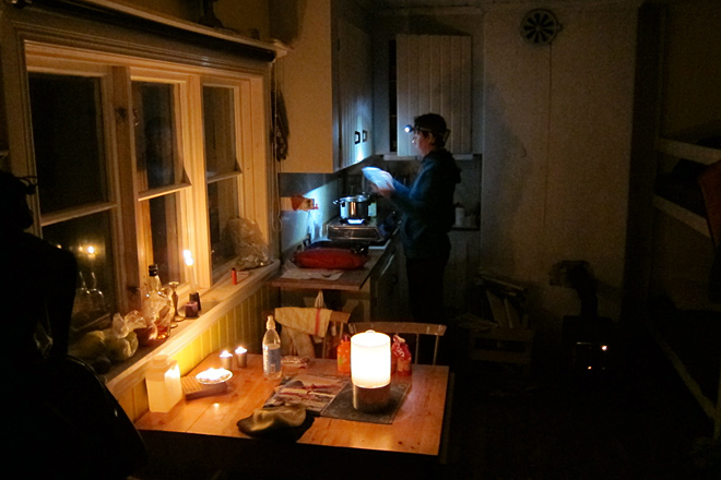 Matlagning i lillstugan på fredagskvällen