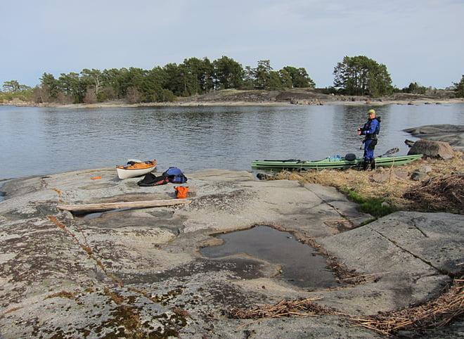 Fika och bensträckare på Marholmen
