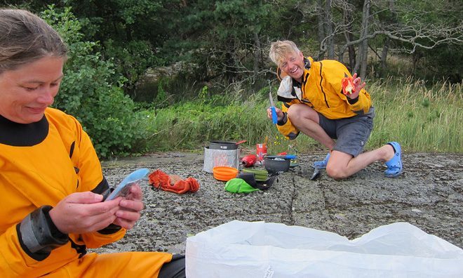 Carin toksurfar och Lars sliter med matlagningen ;)