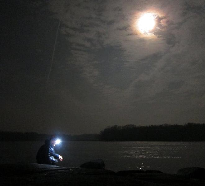 Erik diskar i månens sken