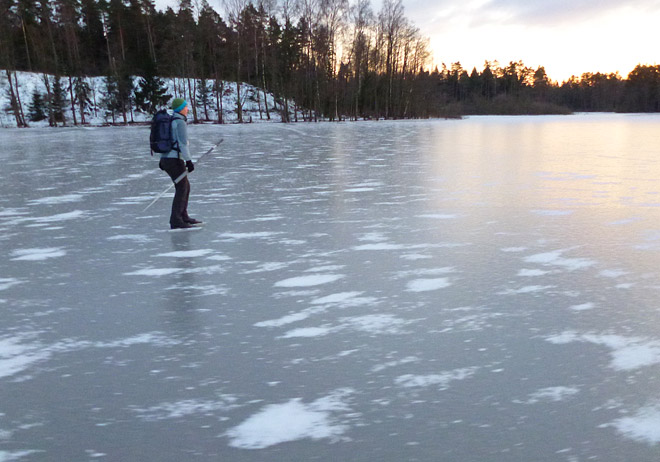 Lite snö på land men bara pyttelite på isen