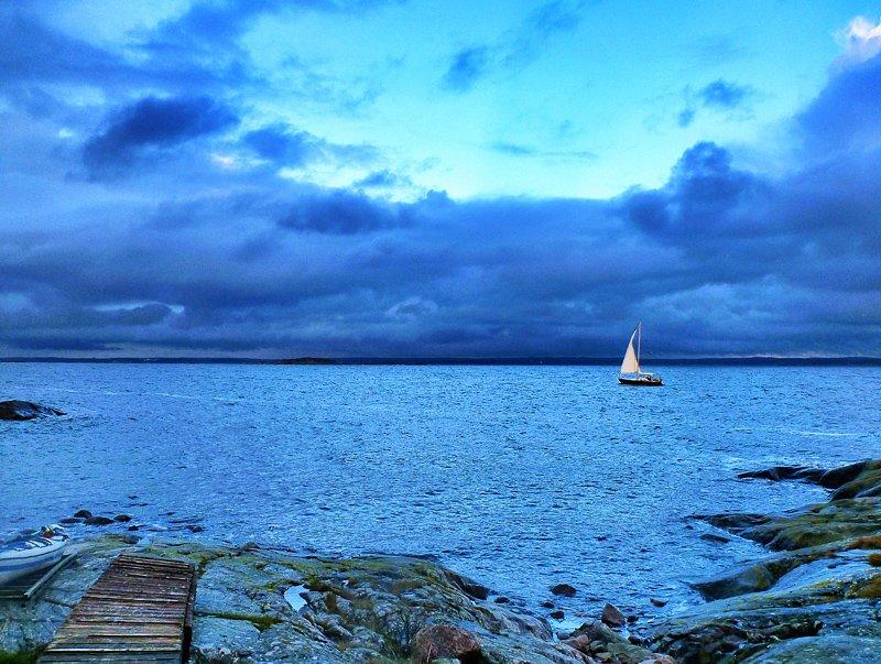 Såg ett par segelbåtar med segel uppe!! Imponerande!