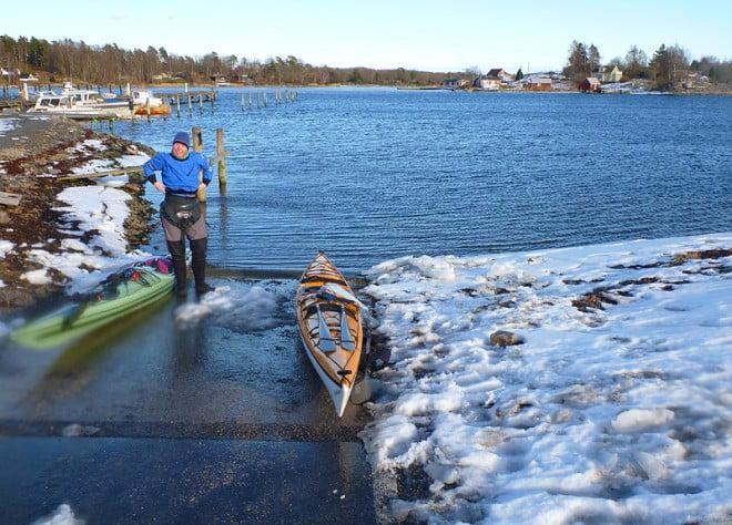 Sjösättning i Matvik, lite snö, mycket sol, inte mycket is