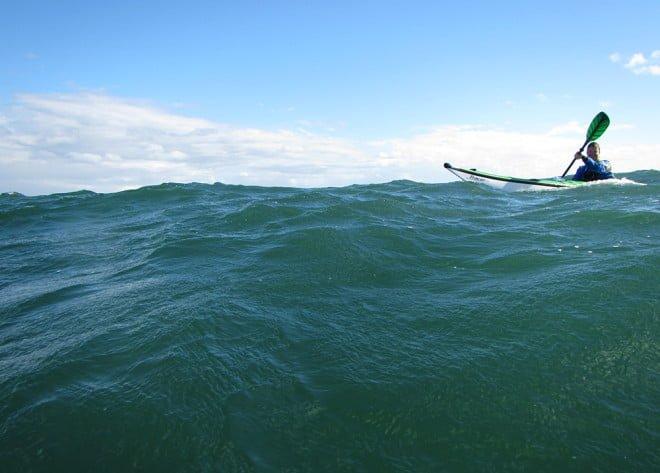 Medvind, fina vågor och solsken. Finfin måndagspaddling