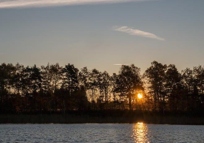 Solen på väg upp, nästan molnfritt idag med