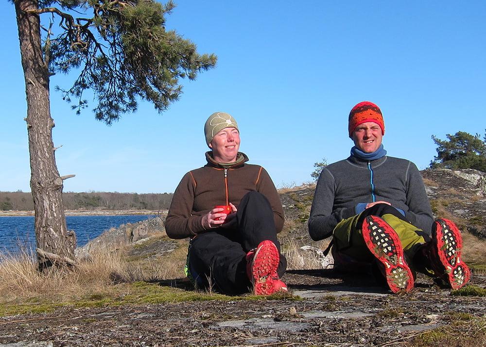 Två nöjda Woolpowerägare på en örackare i Blekinge