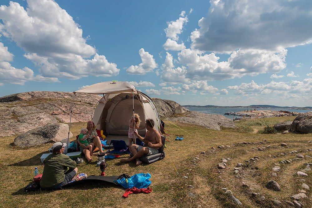 Störst tält vinner :) Malin, Joar, Magnus och Idun hängde på Stora Måkholmen