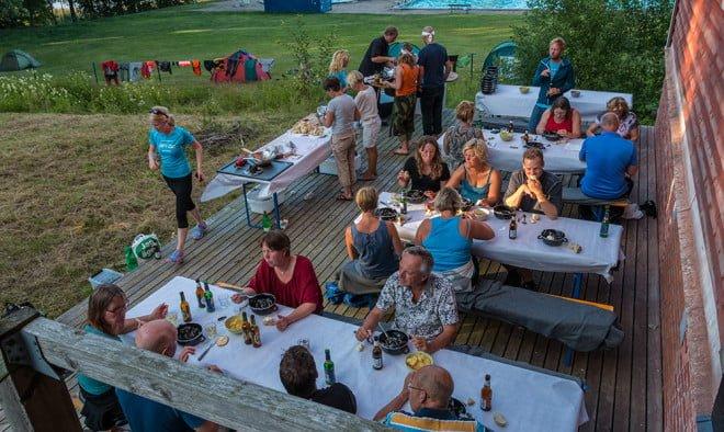 Kalaskväll på terassen vid Upplevelseladan