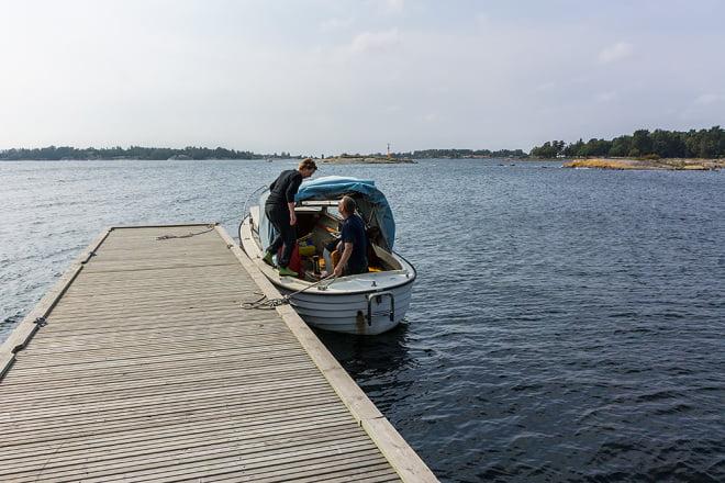 Båtbesök på Östra Bokö