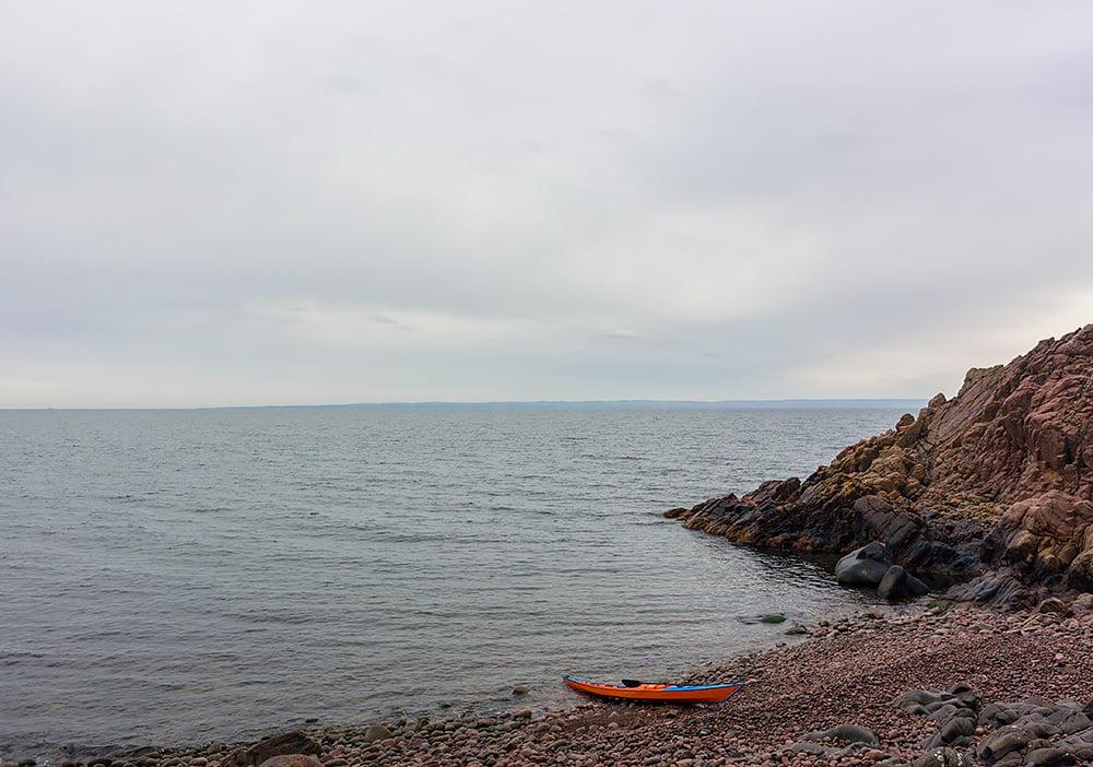 Stenstranden på Kullaberg sedd från gömman