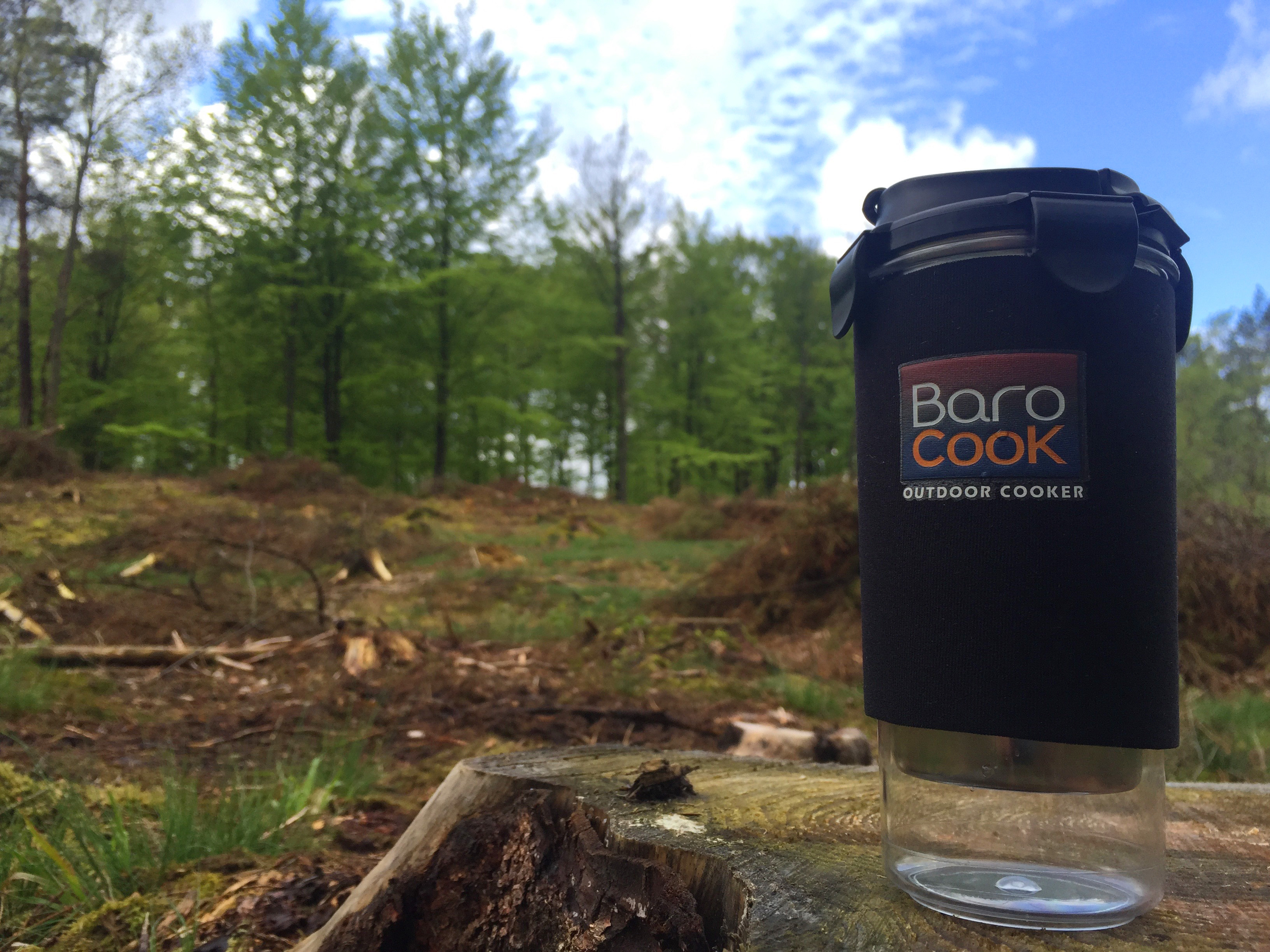 Barocook termosmugg på skogsutflykt i de djupa skogarna