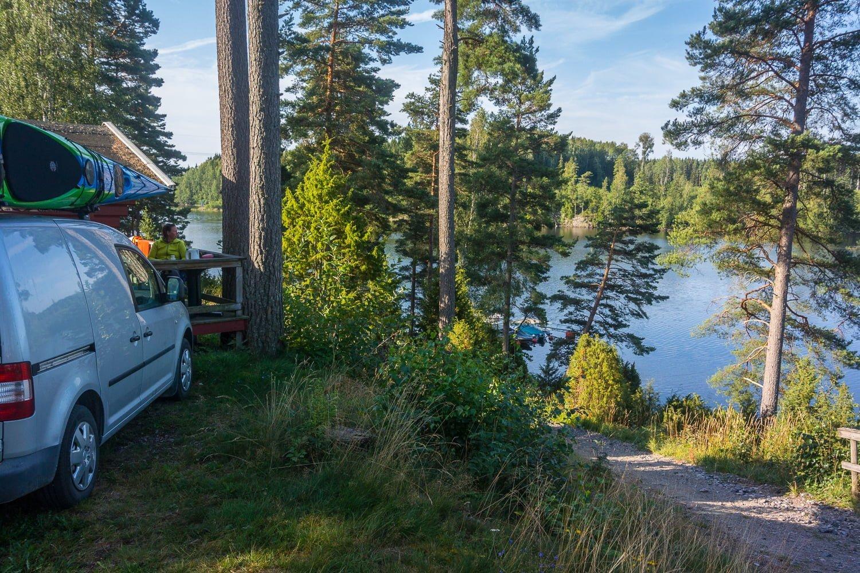 Campingboende. Grymt fint läge men nog inget ställe man vill vara i under juli :)