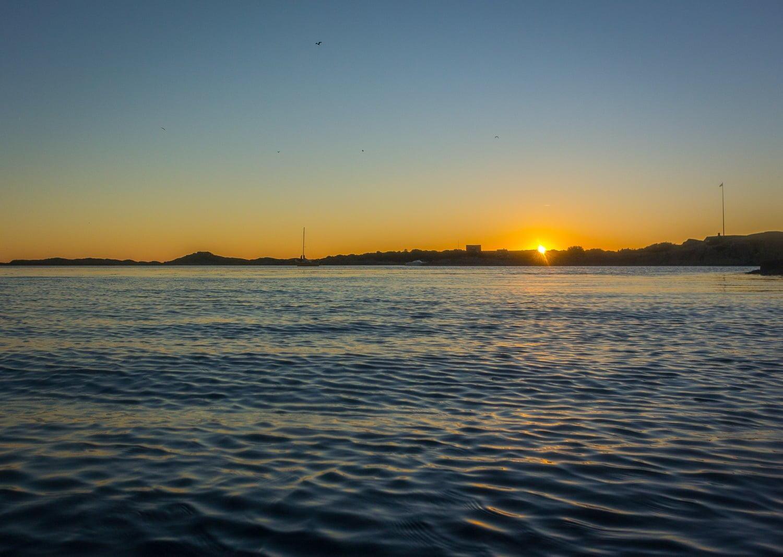 Lämnar ön när solen drar vidare