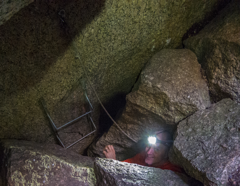 Grotthäng i Skallebergsgrottorna
