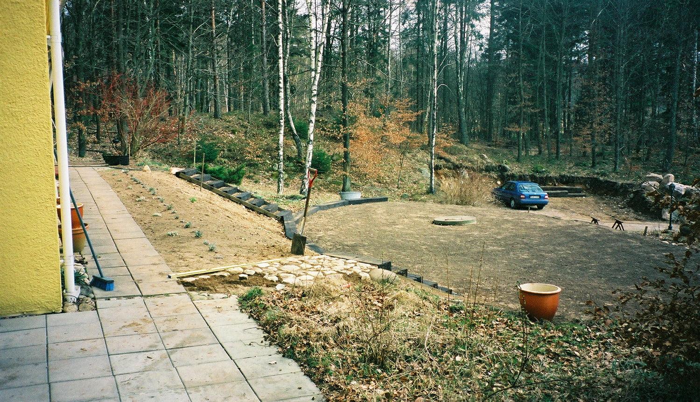 Sommaren 1998, vi fixar till lite gräsmatta och lite etage uppe vid huset