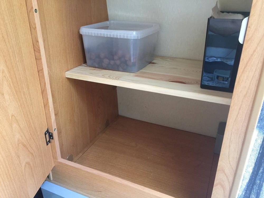 En garderobshylla till! Perfekt för en låda Polly :)