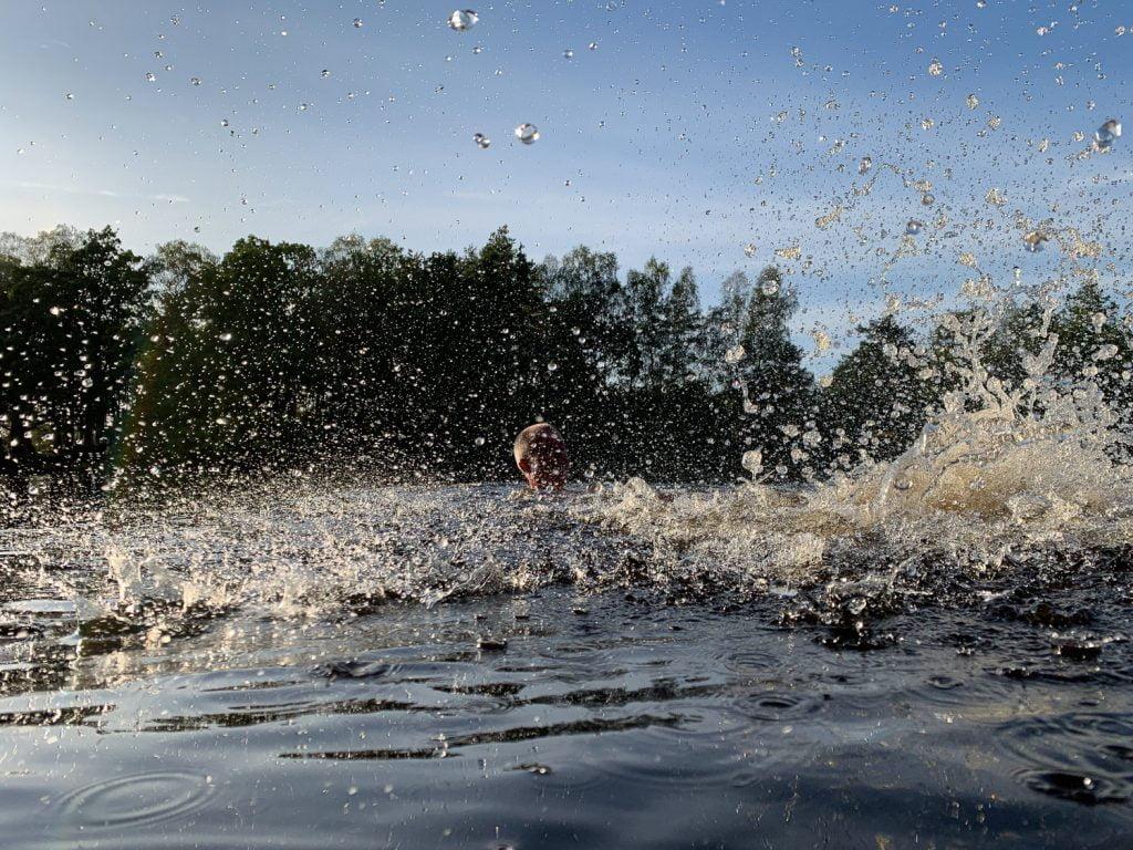 Gött bad i ljummen sjö